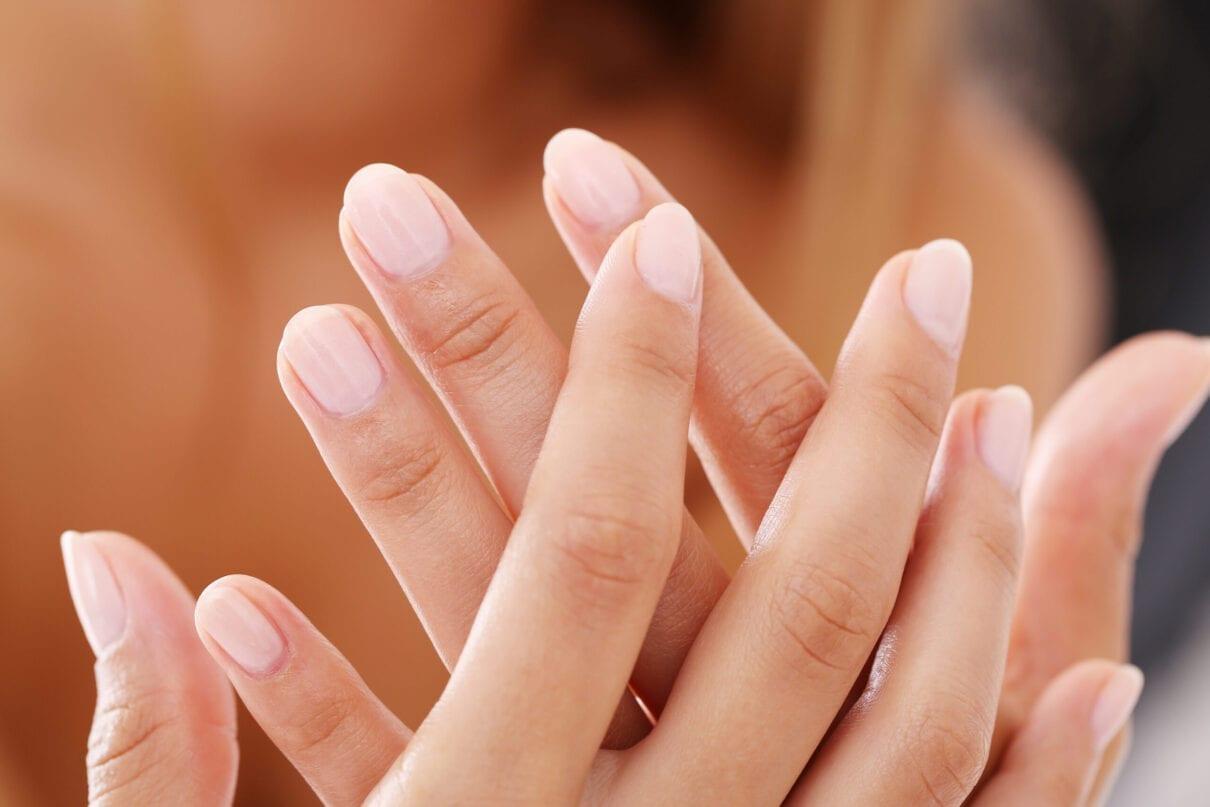 """Про що можуть """"розповісти"""" Ваші нігті?"""
